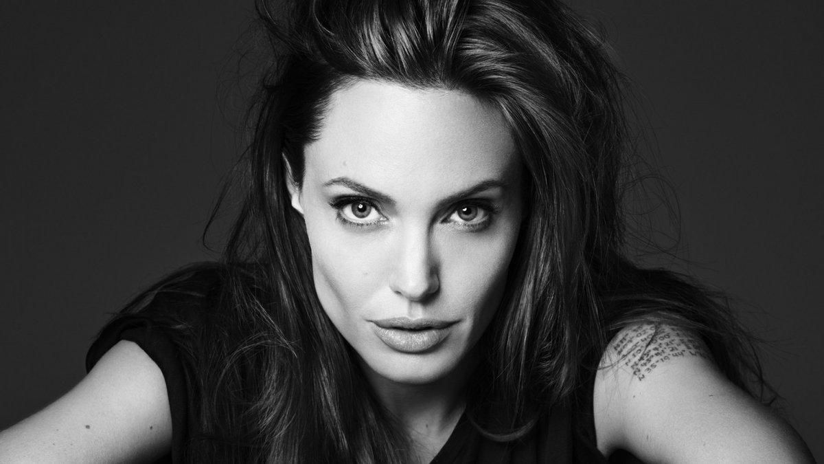 Анджелина Джоли стала редактором журнала