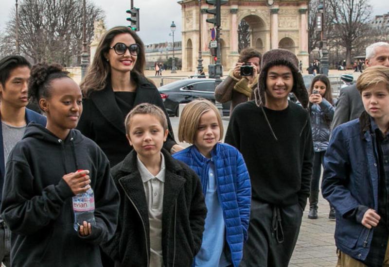 Джоли выслала приемного сына в Корею!