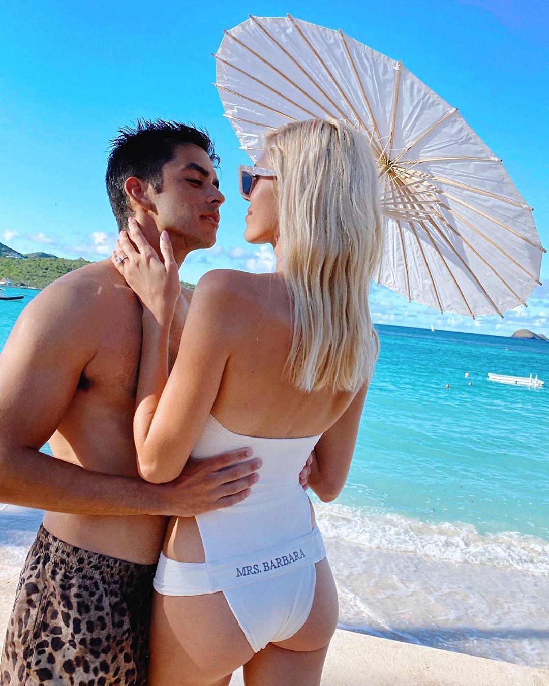 Ангел Victoria's Secret вышла замуж