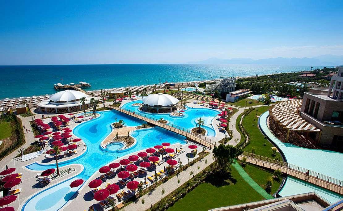 Курортный отель Kaya Palazzo Golf Resort на берегу Турецкой Ривьеры