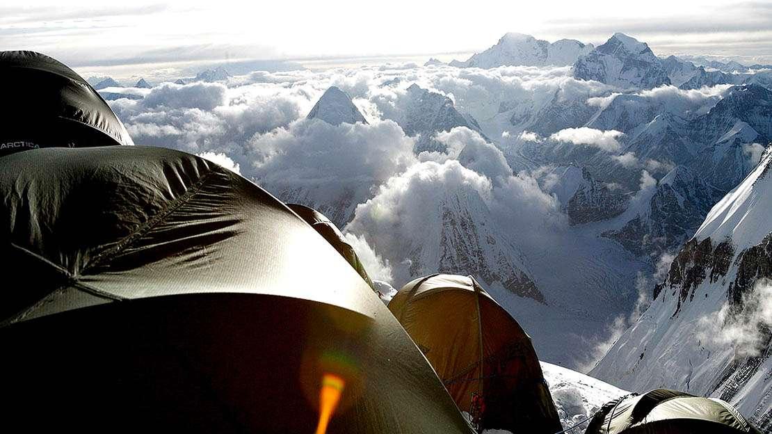 Вершина Эвереста — самая высокая точка Земли.