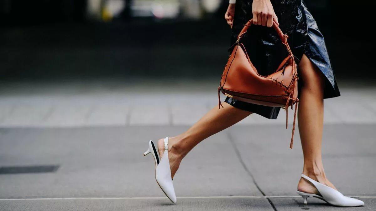 Дайте женщине правильные туфли, и она сможет покорить весь мир!